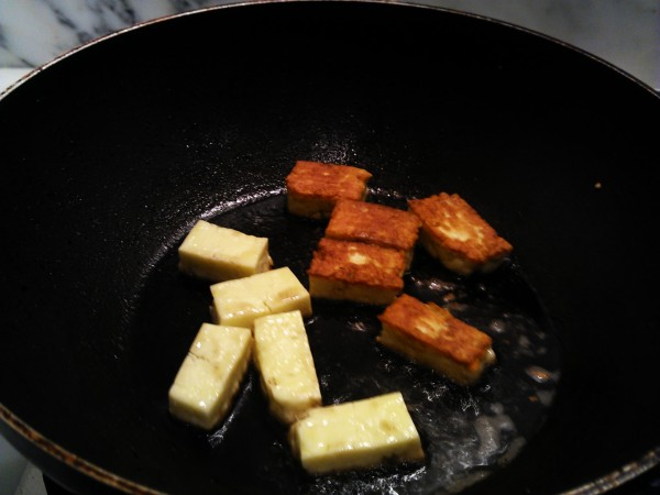 Haloumi frying in wok
